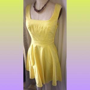 ✨Sale✨ 3/$20 City studio yellow dress with pockets
